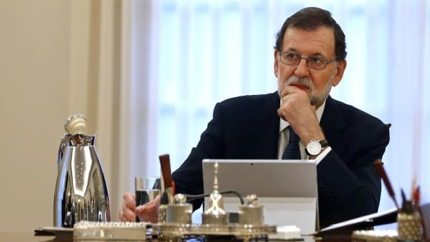 Spanish Prime Minister Mariano Rajoy on Wednesday gave the Catalan government eight days to drop an independence bid, failing which he would suspend Catalonia's political autonomy and rule the region directly.