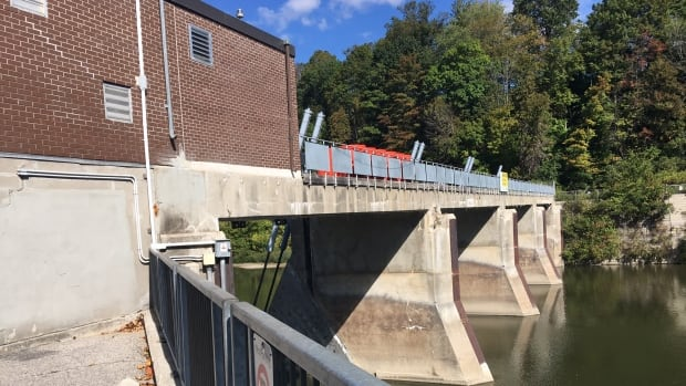 London's Thames River has been without a functioning dam since gates on the Springbank dam failed to function in 2008.