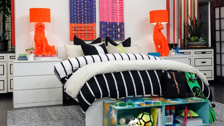Tween bedrooms are so much fun to decorate but it can be bit challenging to design a room that will grow with your child. To avoid that have them help ... & Designing a tween bedroom: Tips for curating a space that they won\u0027t ...