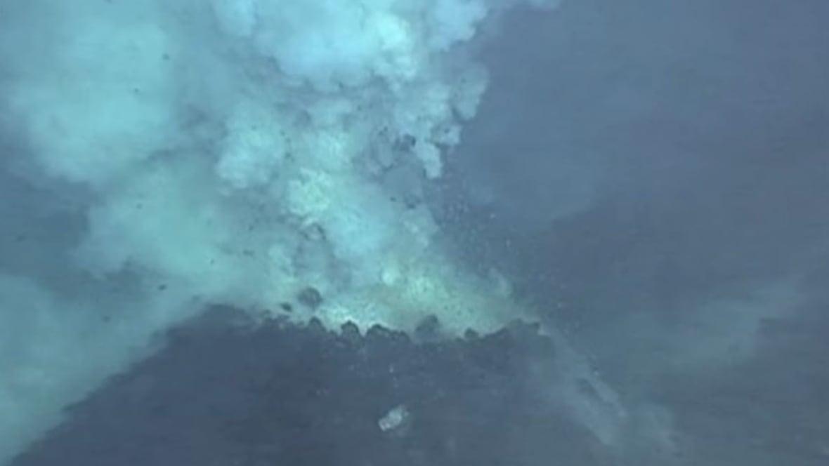 Can large underwater volcanoes increase ocean temperatures