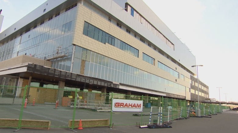 Graham Construction a 'missing link' in Children's Hospital worksite death trial, defence lawyer says