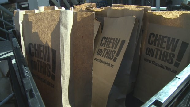 Volunteers handed out more than 1,000 paper bags that contained a snack and a postcard calling for a federal poverty plan.