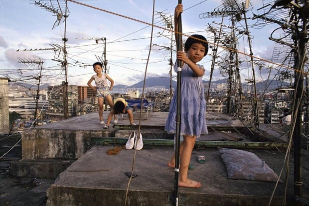 Ideas-Kowloon Walled City-Children playing on Walled City rooftop