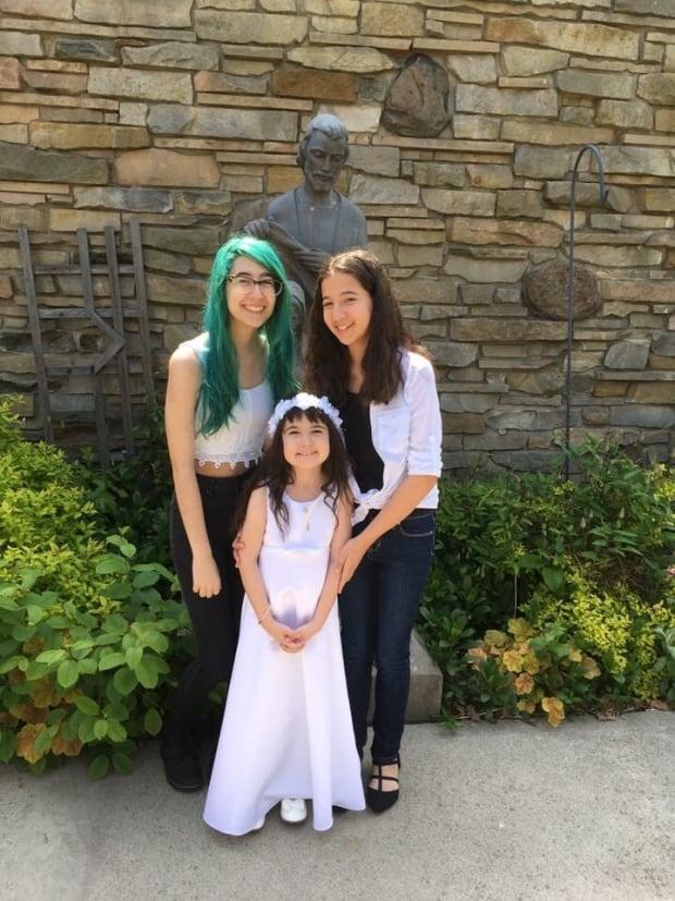 Julianna Almeida and sisters