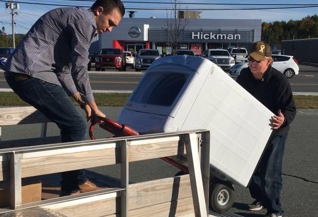 Brandon Mullett hauling washing machine