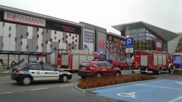 Man attacks people at shopping mall in Poland, 1 dead
