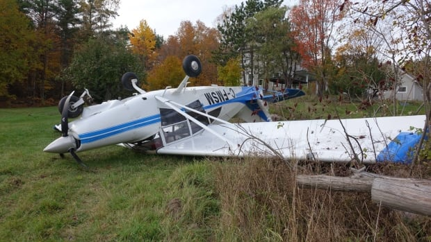 This plane had to make an emergency landing in a field in Gatineau on Saturday afternoon.