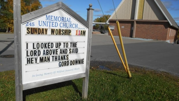 A minister in Clarenville paid tribute this week to the late Gord Downie using the Tragically Hip's lead singer's own lyrics on the church sign.