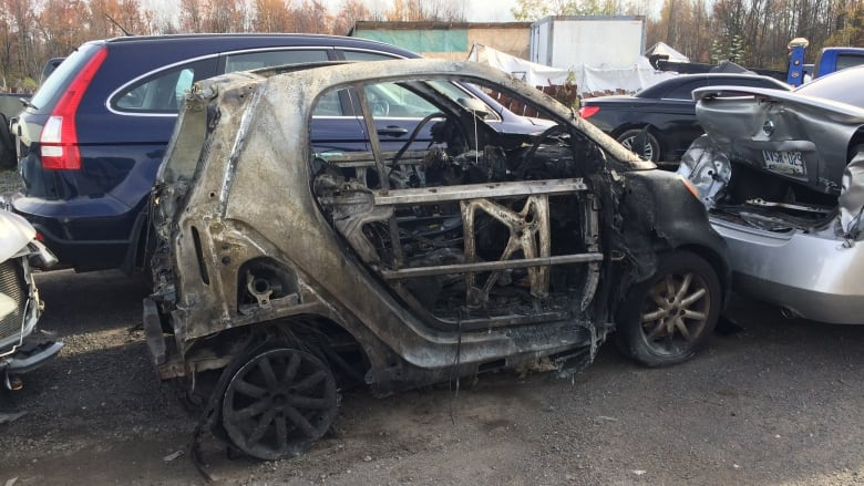 The 2008 Smart Fortwo That Caught Fire And Burned On Highway 417 Oct 18 Sits In A Towing Lot Susan Burgess