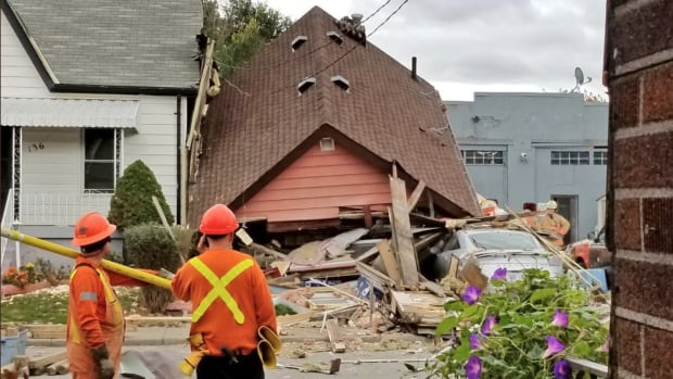 Man trapped in basement after Hamilton, Ont. house inexplicably collapses
