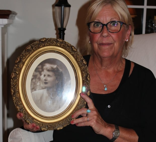 Alison Steel with photo of Jean Steel