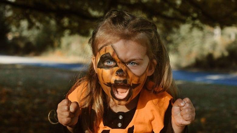 Halloween Kids.6 Tips To Help Keep Your Kids Safe This Halloween Cbc News