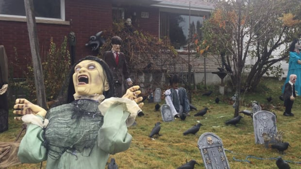 Best haunted yards to see on Halloween in Thunder Bay ...