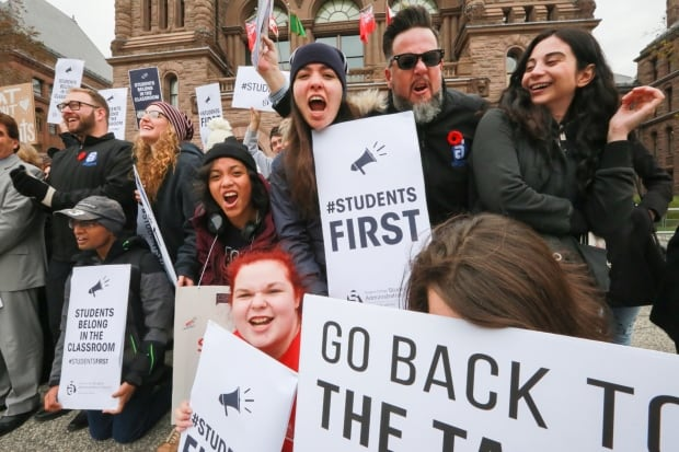 Collective bargaining resumes in Ontario colleges province-wide strike