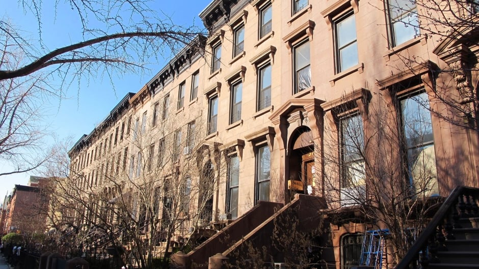 The Manafort-owned property at 377 Union St, nestled amidst a row of historic brownstones in the Carroll Gardens neighbourhood of Brooklyn, New York.