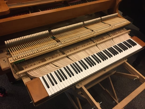 39 wonderful 39 keyboard innovation for small hands helps for Small grand piano