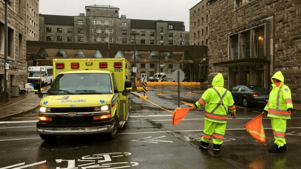 About 50 patients were transferred via ambulance or adapted transport vehicles from Hôtel-Dieu hospital to the new CHUM superhospital.