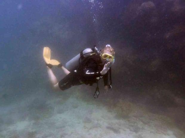 Erika Svanström scuba diving