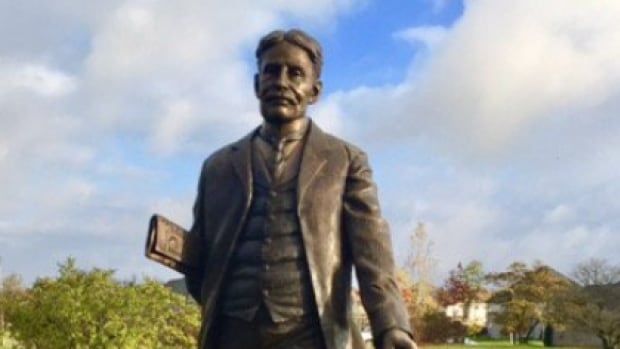 Prime ministers' statues removed from Baden park after Wilmot council cancels project | CBC News