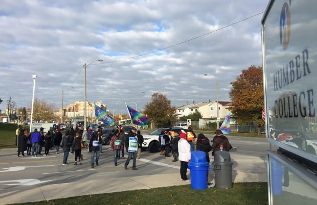 Striking Ontario college faculty to hold mass picket at Humber College