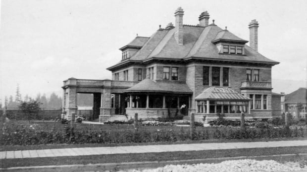 The Gabriola Mansion on Davie Street in 1903, just two years after it was completed.