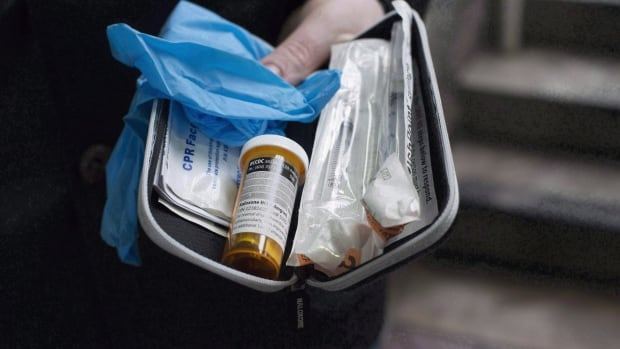 Naloxone, a drug used to temporarily reverse the effect of fentanyl overdoses, will be offered free of charge in Quebec pharmacies.
