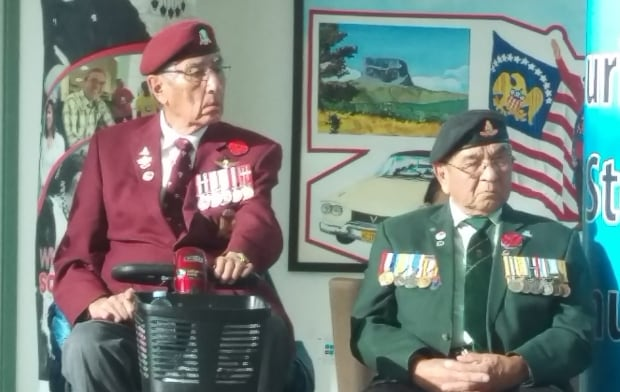 Veterans Art Anderson and Tony Cote at FNUniv Remembrance Day 2017