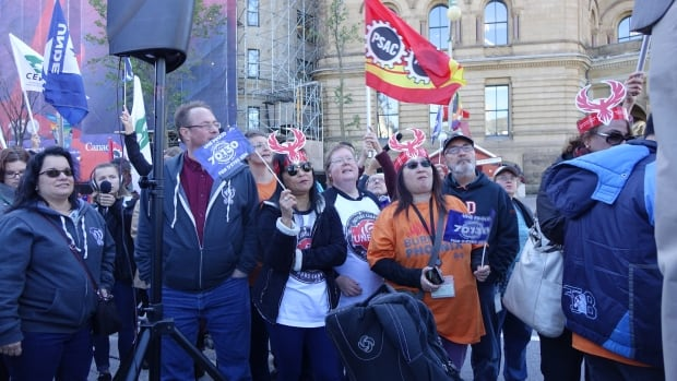 Federal workers protest against the ongoing Phoenix pay problems.