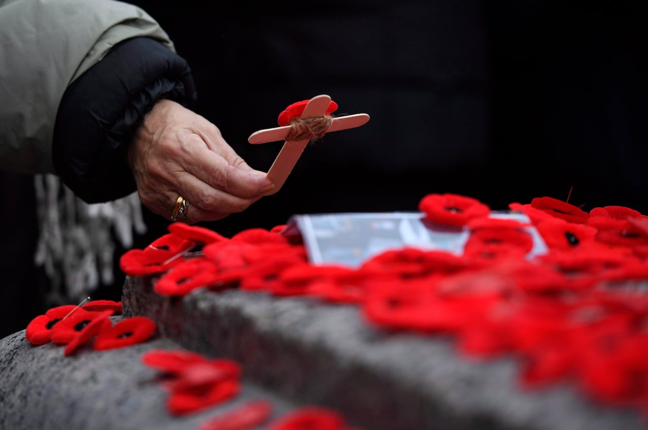 0882ca6662bf7 Canadians here and abroad pay tribute to fallen at Remembrance Day  ceremonies