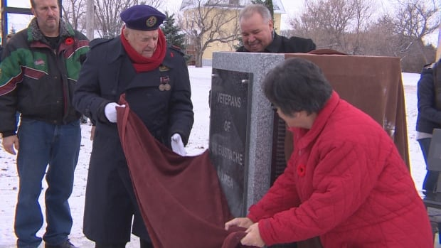 The Manitoba Métis Federation unveiled a new veteran's monument in St. Eustache Saturday honouring Métis and local veterans from the area.