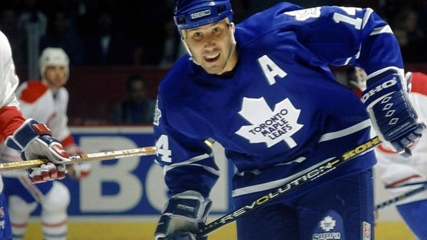 NHL old-timers will play a benefit charity game in Hamilton Saturday to help celebrate local NHL great Dave Andreychuk's 2017 induction into the Hockey Hall of Fame.