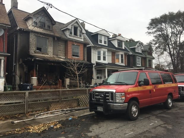 Toronto Fire continues to investigate Sarnia Ave fire