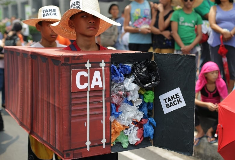 Ship carrying Canadian trash arrives from the Philippines