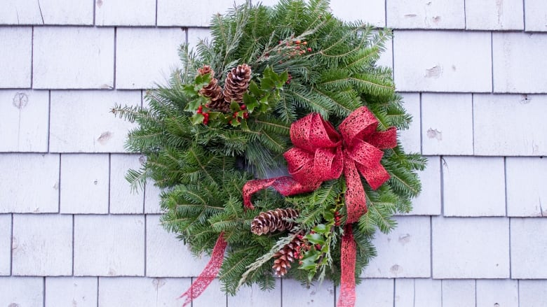 you can make a wreath like this yourself from foraged greens submitted by the mobile makery