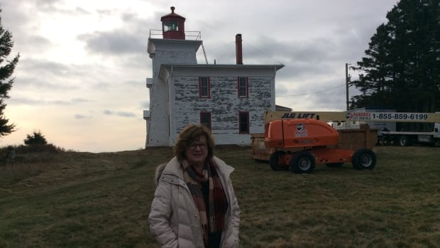 Carol Carragher was at the site Thursday as the crews from the Canadian Coast Guard set up on site and even brought muffins and coffee for the workers to express her gratitude.