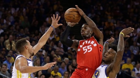 Raptors' Delon Wright out with dislocated right shoulder