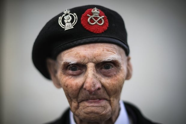 Remembrance Day 99-year-old WWII veteran Les Cherrington