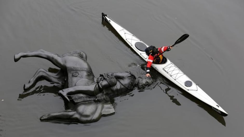 Performance artists Amy Lam and John McCurley created a replica of a bronze statue of King Edward VII (Emperor of India from 1901 to 1910) on his horse, cut it in half and sent it floating down Toronto's Don river.