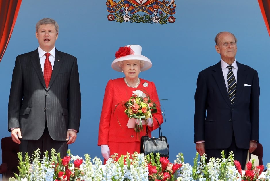 the farewell speech by queen elizabeth In the farewell speech, queen elizabeth use the word i to describe the main character point of view, which is a sign of first-person point of view hope this helps.