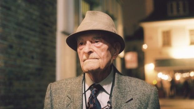 <p>Harry Leslie Smith, veteran turned social activist, dies at 95 thumbnail