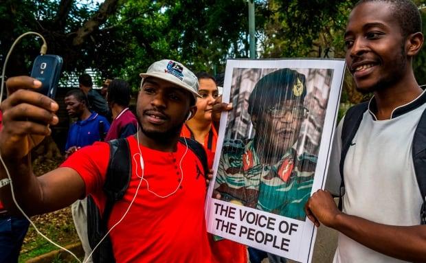 Zimbabwe: Selfie with Constantino Chiwenga photo