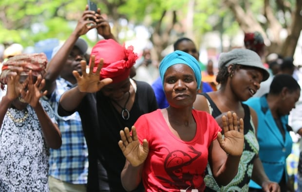 crowd parliament harare