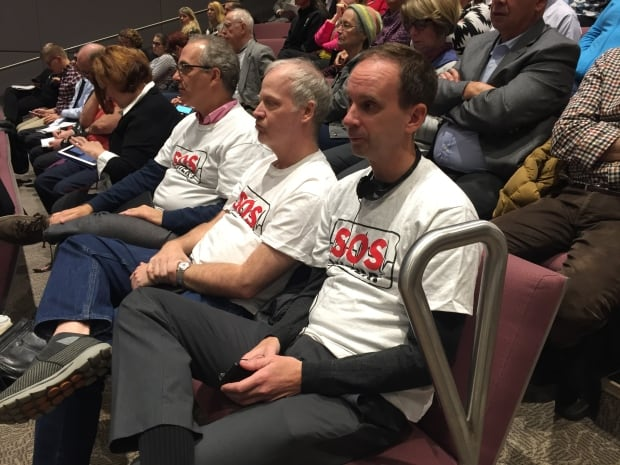 SOS Vanier members at council on Nov. 22, 2017