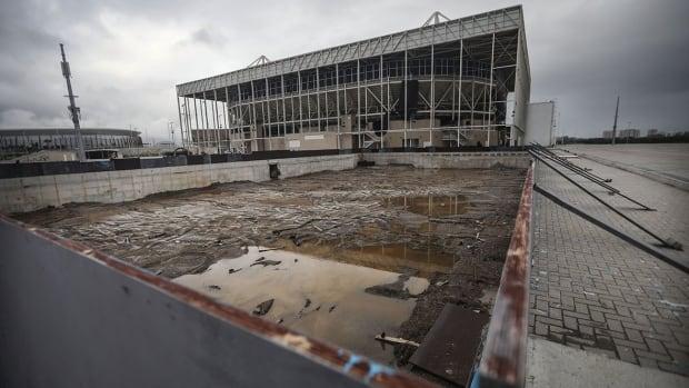 rio-pool-abandoned-1180