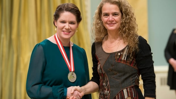 Julie Payette, right, Governor General of Canada, presents the Experiences Canada Award to Inuvik teacher Denise Lipscombe in Ottawa on Nov. 22, 2017.