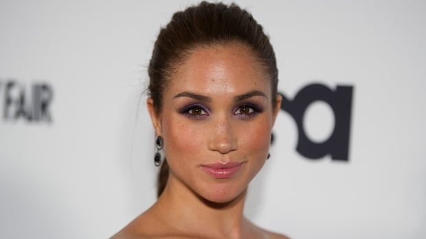https://i.cbc.ca/1.4416339.1511465218!/fileImage/httpImage/image.jpg_gen/derivatives/16x9_620/meghan-markle-attends-suits-story-fashion-show-june-2012.jpg