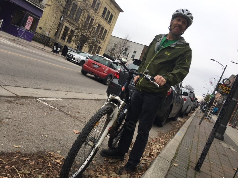 Winter removal of 2 city bike racks on Dundas riles cyclists