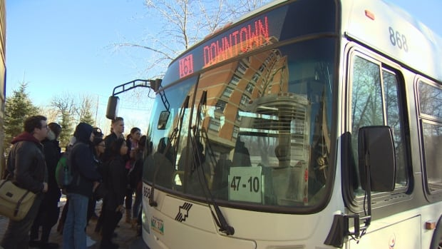University of Manitoba students queue up for a bus on Friday. Passups, where overfull buses strand riders, are most common during fall and winter university semesters.