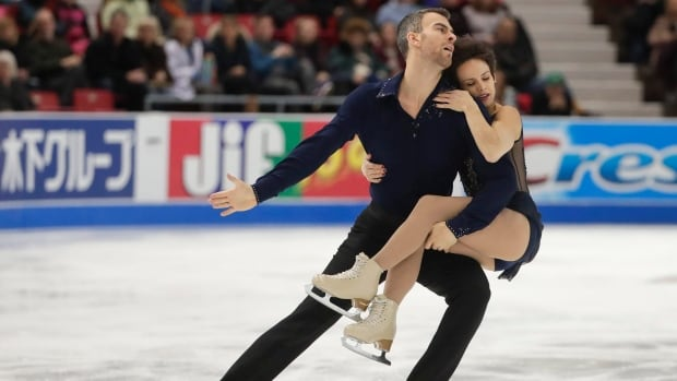 Duhamel-Radford win pairs short program at Skate America