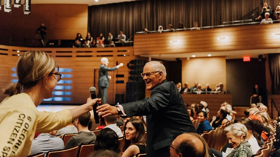 Audience members interacting at the 2017 LaFontaine-Baldwin Lecture by Michael  Sandel.